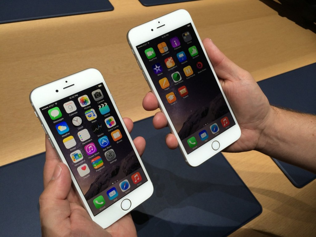 the-iphone-6-left-has-a-47-inch-screen-the-iphone-6-plus-right-has-a-55-inch-screen