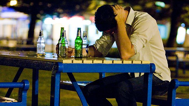 New Study Finds Link between Overworking and Risky Drinking