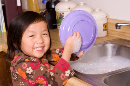 People Who Hand-Wash their Dishes Have Healthier Kids