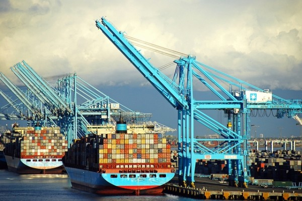 West Coast Ports Face Weekend Lockout due to Labor Negotiations