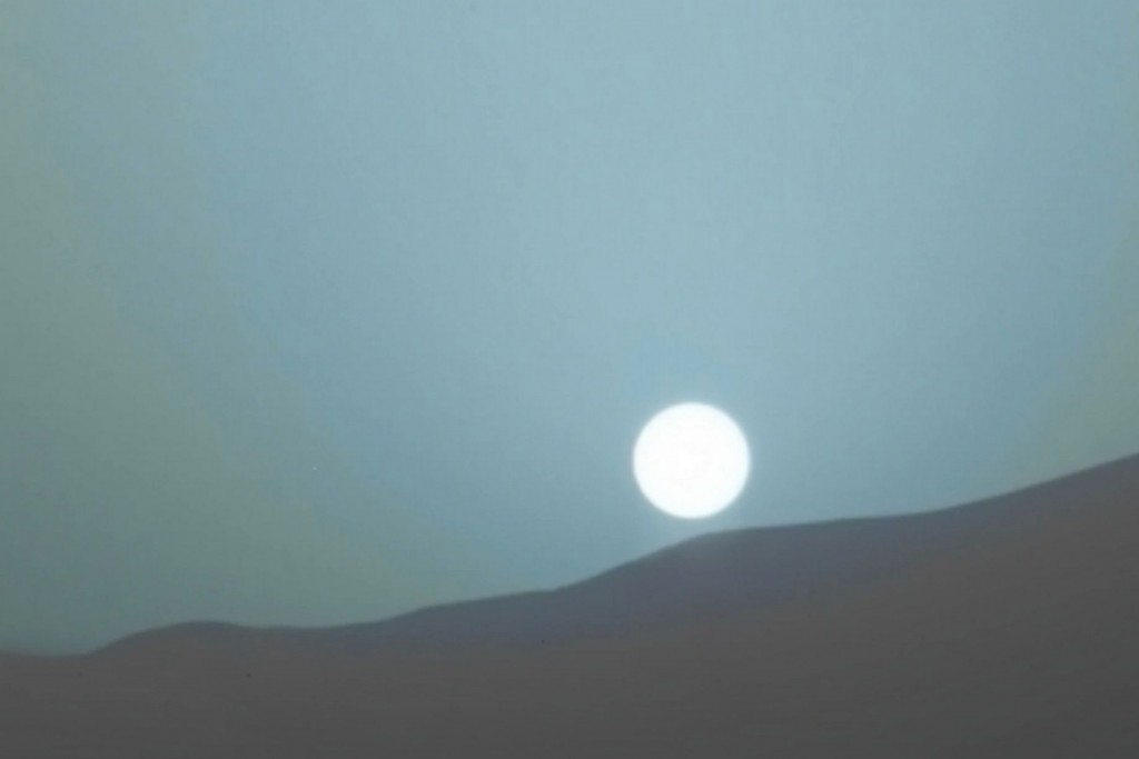 NASA's Curiosity Rover Sends Images of Stunningly Blue Sunset from Mars