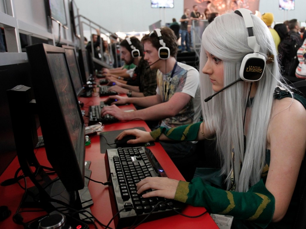 """""""game players in an Internet cafe"""""""