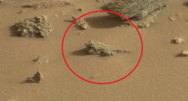 """Curiosity's New Pics Hint at Alien Life on Mars"""