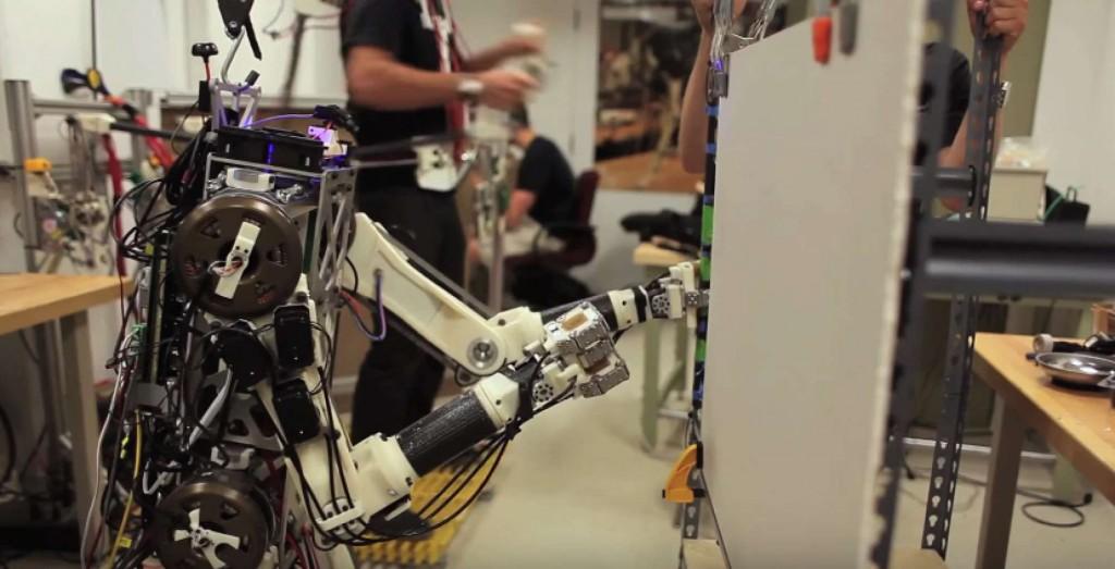 """Hermes MIT robot human reflexes controls exosuit"""