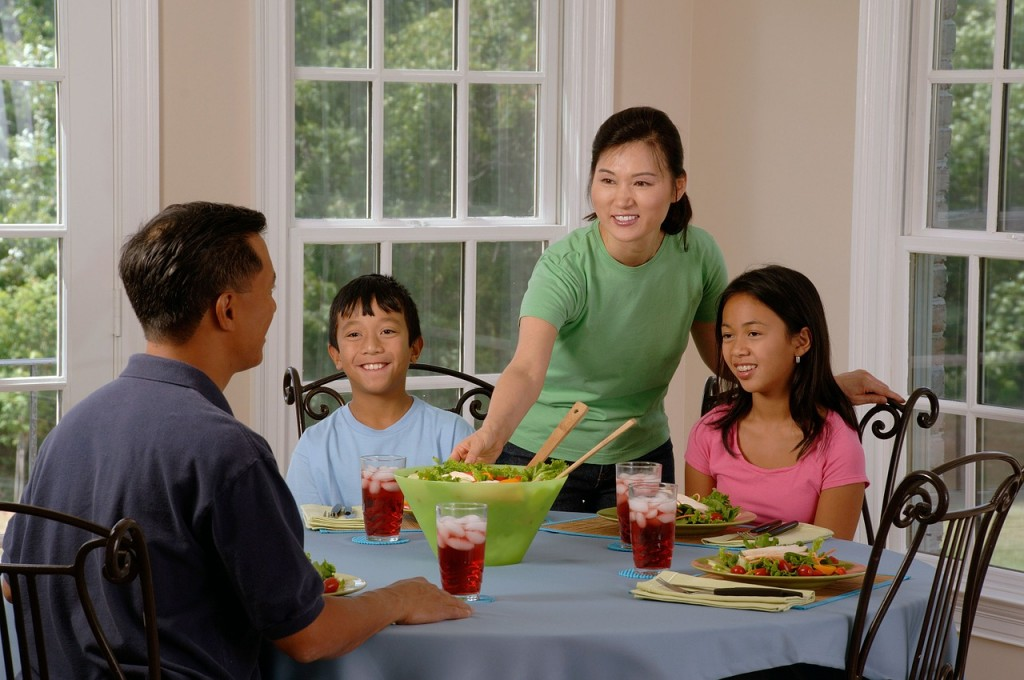 """alt=""""family eating at the table"""""""