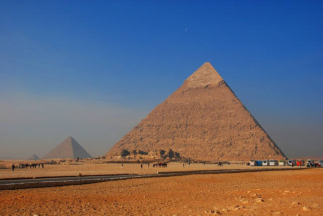 Great Pyramid may contain hidden tombs