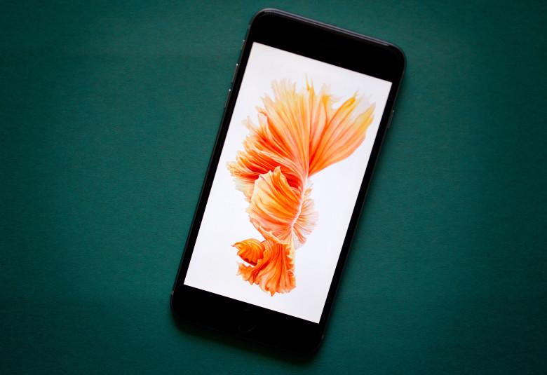 """alt=""""iPhone 6s Best Buy"""""""