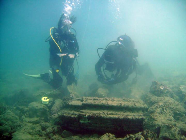 alt= divers find lost city underwater