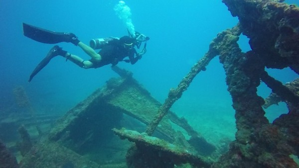 the shipwreck is 53 feet long