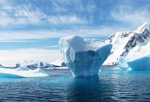 Antarctic lake iceberg