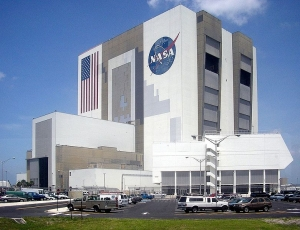 781px-Vehicle-Assembly-Building-July-6-2005