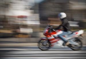 Biker halts traffic looking for false teeth on Madrid's busiest highway