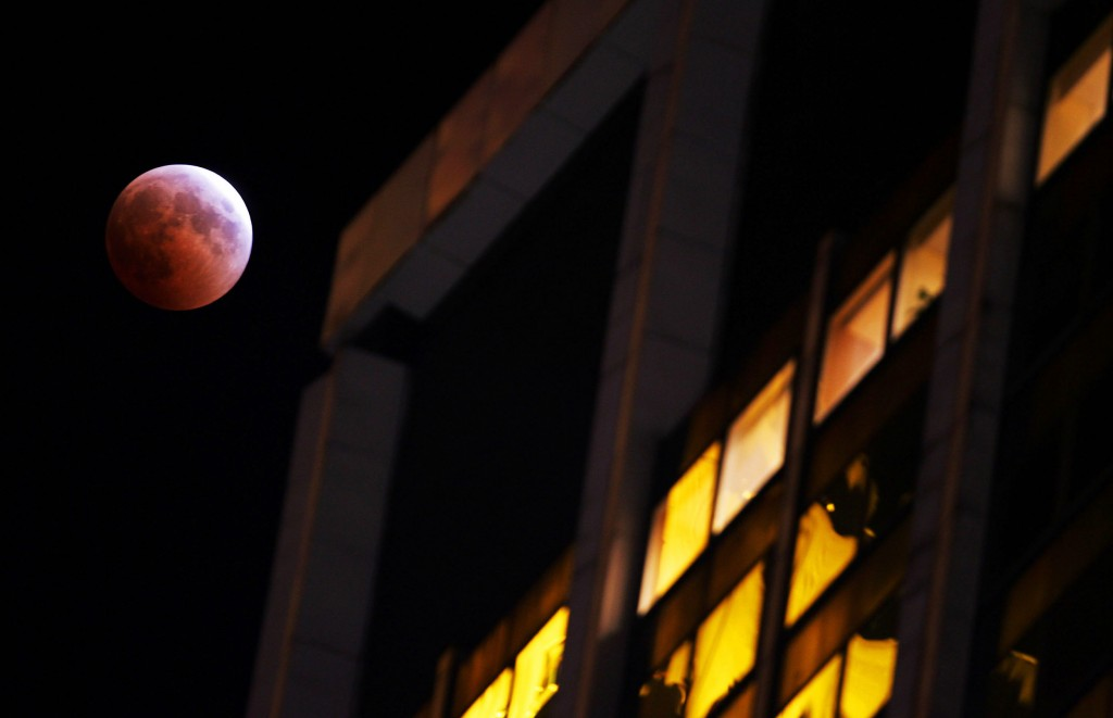 last-lunar-eclipse-until-2007-reveals-blood-moon-1