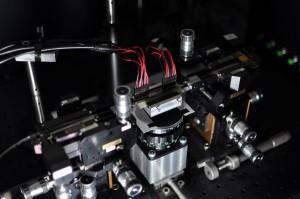 Silicon Nanocavity Traps Light, Mimics Biology
