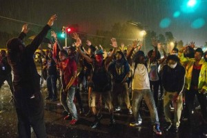 Ferguson Police Arrests 7 Protesters on First Day of Curfew