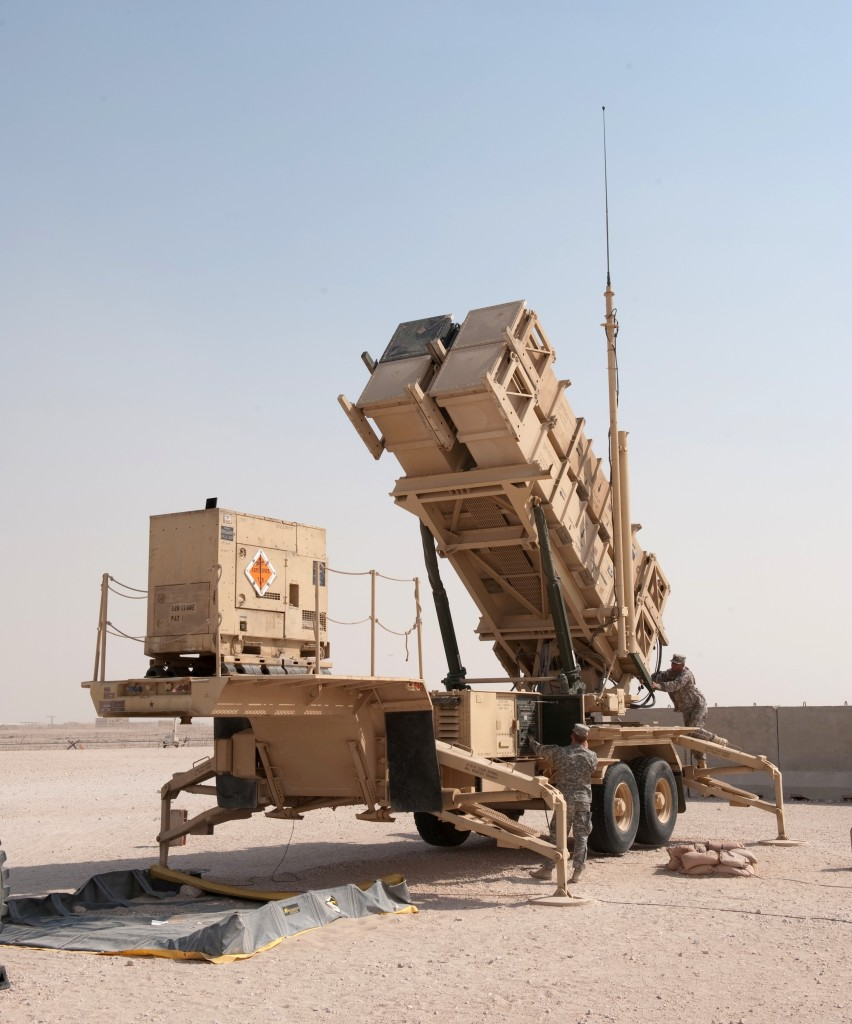 MIM-104_Patriot_surface-to-air_missile_system_launcher