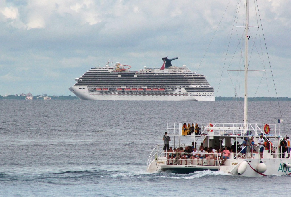 141018-ebola-cruise-ship-1837_4816fd212ad57bf1191aed599d5c07d6