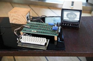 Vintage Functional Woz-made Apple-1 Sold for $905,000