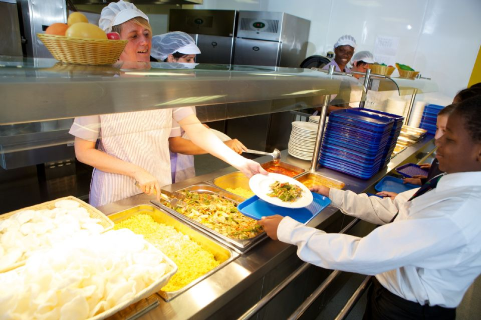 School Lunches Healthier than Bagged Lunches, Study Shows