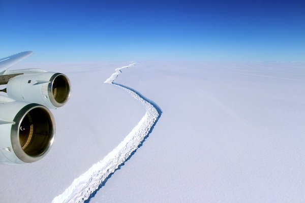 overview of the larsen ice shelf crack