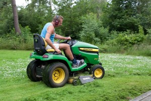 Scientists Point Out The Risk To Kids Brought By Lawn Mowers